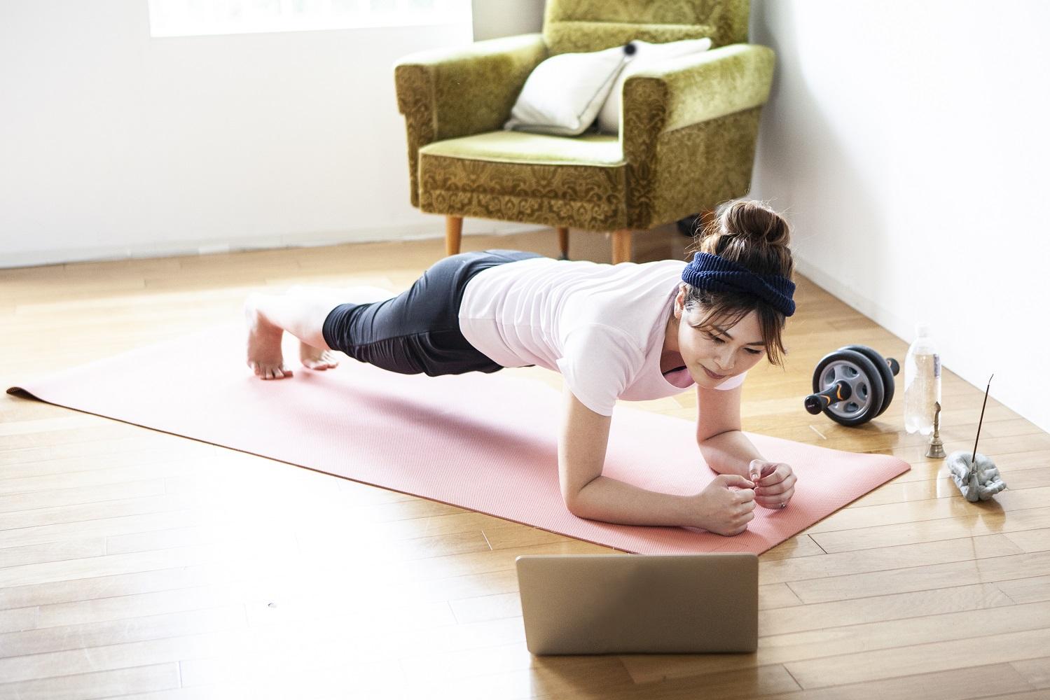 ぽっこりお腹を撃退! 体幹を鍛える筋肉トレーニング
