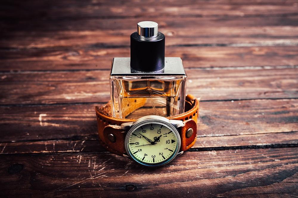 「男の香り流儀」できる男は香水を知的に上品な感覚で選ぶ